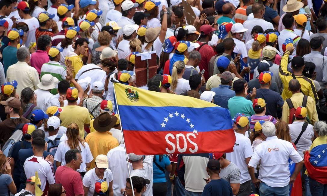 Apoiadores da oposição participam de protesto em defesa da Assembleia Nacional, em Caracas Foto: YURI CORTEZ 11-05-2019 / AFP