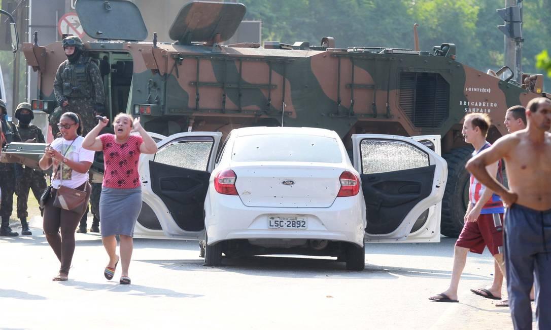 Oitenta tiros disparados contra o carro do músico Evaldo Rosa, assassinado por militares em Deodoro Foto: José Lucena / Futura Press