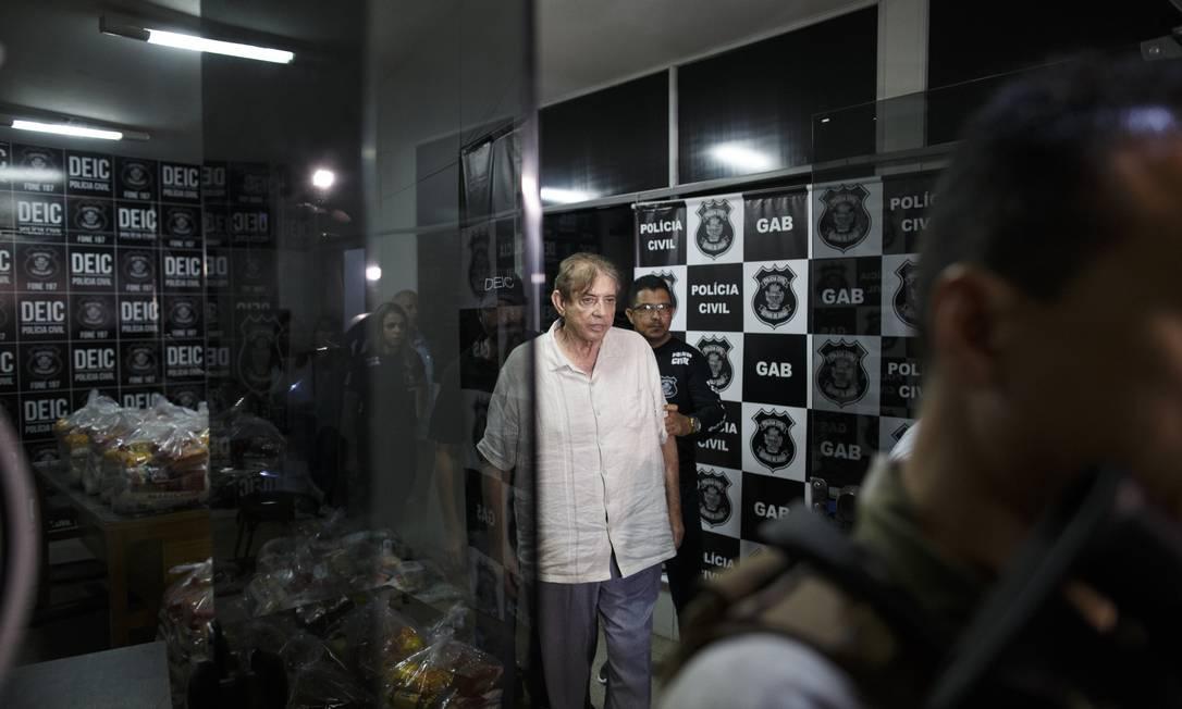 João de Deus deixa delegacia em Goiânia após prestar depoimento: médium segue em prisão preventiva Foto: Daniel Marenco / Agência O Globo/16-12-2018
