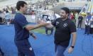 Fernando Diniz e Eduardo Barroca se cumprimentam antes do clássico entre Fluminense e Botafogo Foto: Antonio Scorza / Antônio Scorza