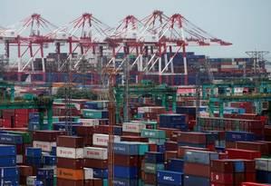 Containeres no Porto de Xangai Foto: Bloomberg