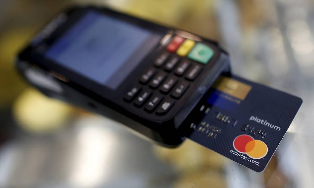 Meios de pagamentos: A chegada de novas tecnologias acirra a guerra das maquininhas, com novos agentes e credenciadoras reduzindo taxas para lojistas Foto: Marcelo Theobald / Agência O Globo