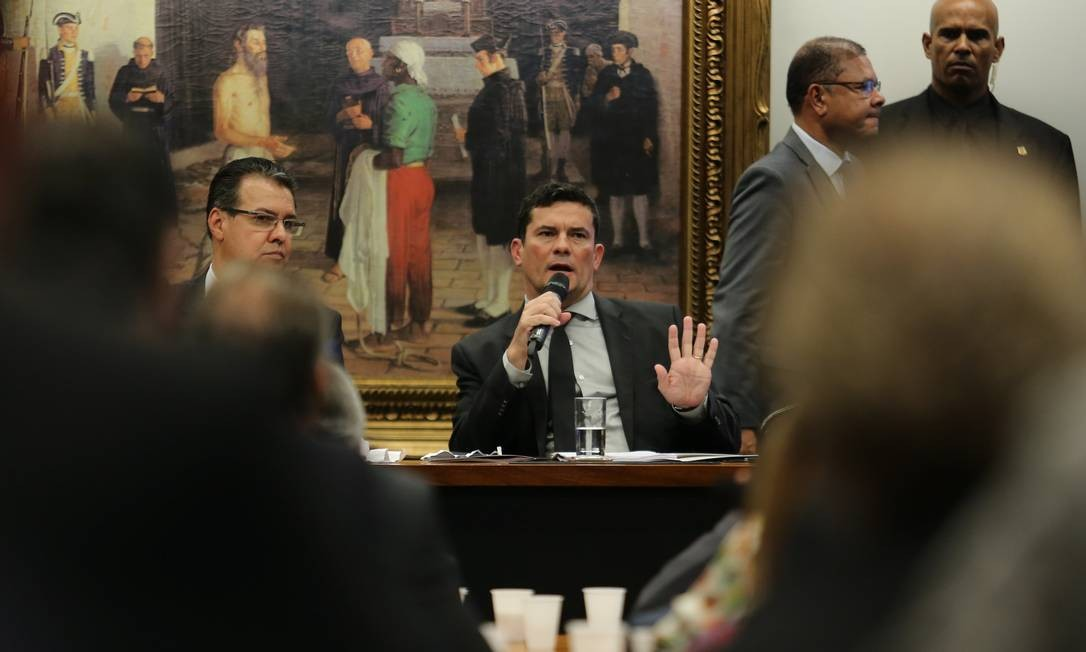 Moro discute com parlamentares pontos do pacote anticrime, que muda artigos do Código Penal e endurece leis de combate ao crime organizado Foto: Jorge William / Agência O Globo - 06/02/2019