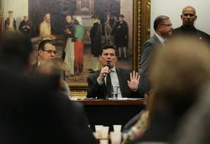 Moro discute com parlamentares pontos de seu pacote anticrime, que muda artigos do Código Penal e endurece leis de combate ao crime organizado Foto: Jorge William / Agência O Globo