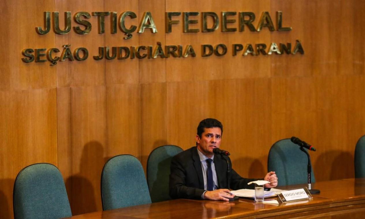 Em entrevista coletiva, Moro anuncia que decidiu deixar a magistratura após 22 anos de carreira e assumir o cargo de ministro da Justiça de Jair Bolsonaro Foto: Geraldo Bubniak / Agência O Globo