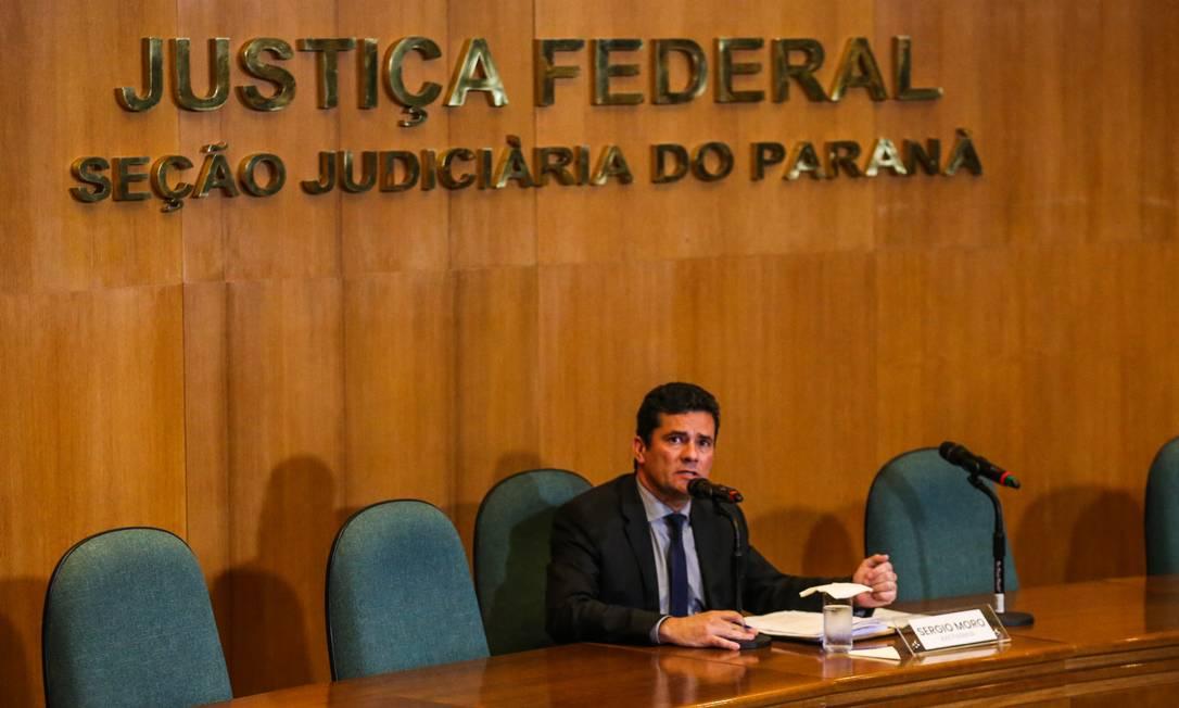 MUDANÇA DE PODER - Em novembro de 2018, Sergio Moro anuncia que decidiu deixar a magistratura após 22 anos de carreira e assumir o cargo de ministro da Justiça de Jair Bolsonaro Foto: Geraldo Bubniak / Agência O Globo - 06/11/2018
