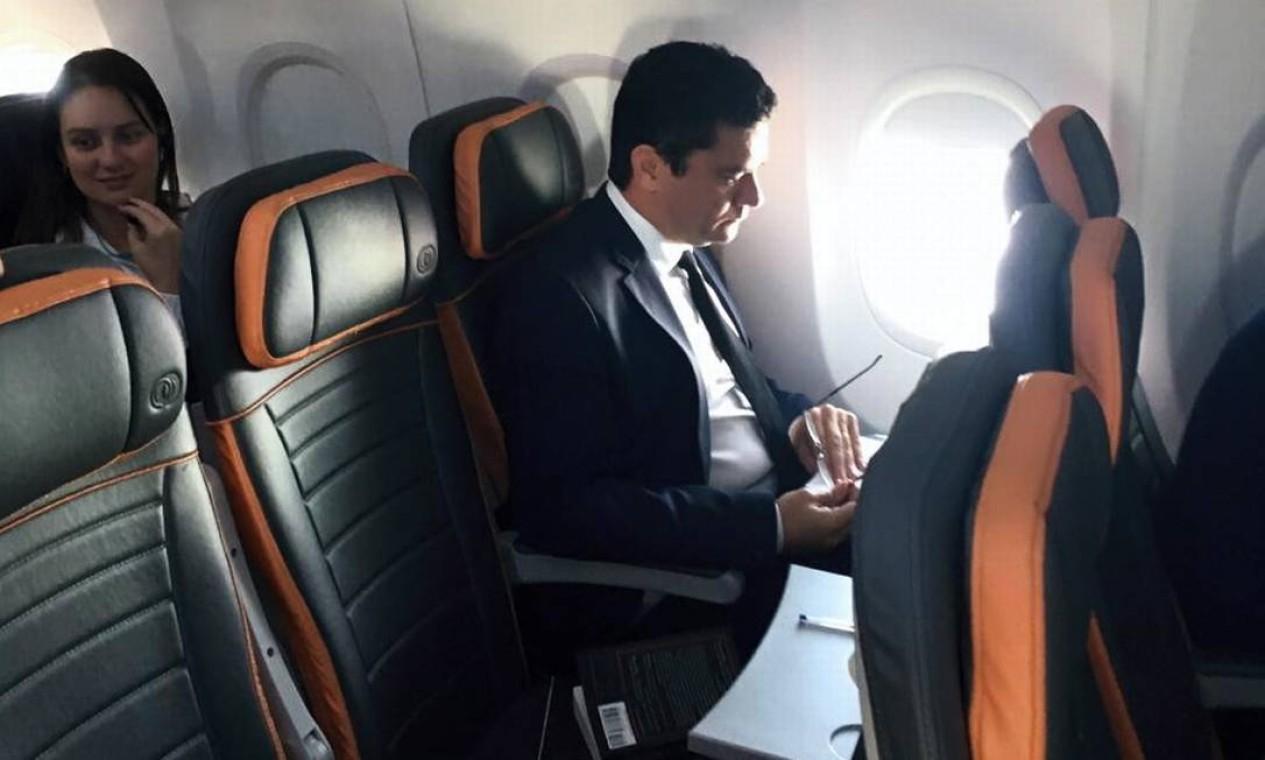 Moro durante viagem ao Rio para se encontrar com Bolsonaro e acertar o convite para ser ministro Foto: Foto de leitor - 01/11/2018