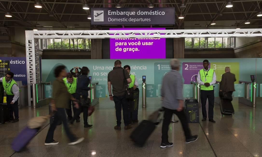 Taxas variam de R$ 60, em caso de contratação por meios digitais, a R$ 120, para pagamento no balcão na hora do check-in Foto: Alexandre Cassiano / Agência O Globo