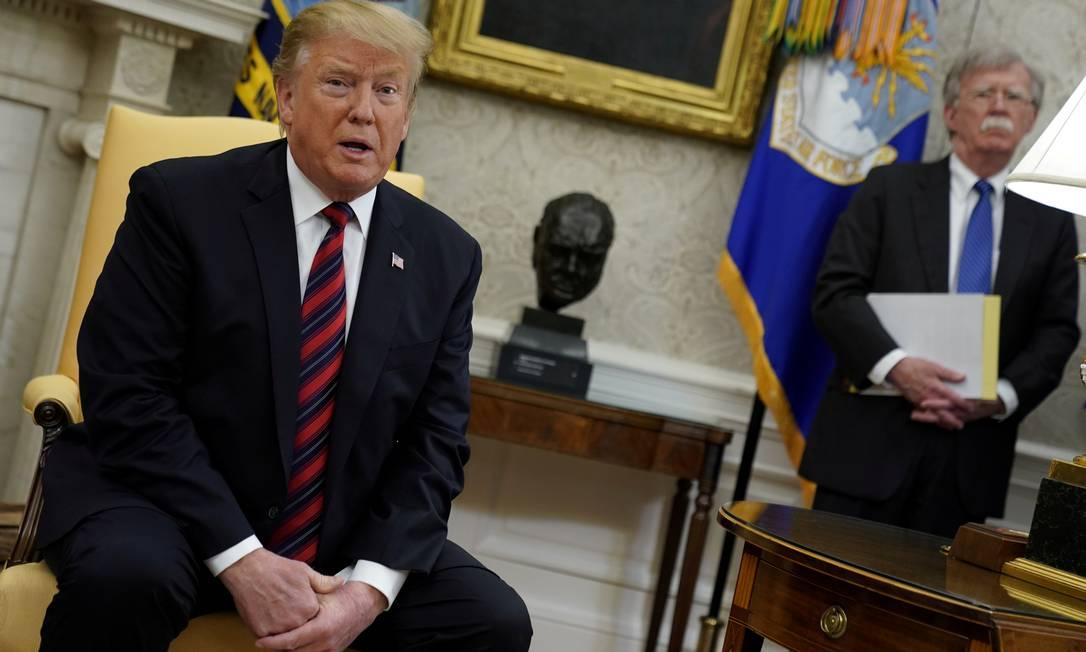 Presidente americano, Donald Trump, ao lado do conselheiro de Segurança nacional, John Bolton Foto: Jonathan Ernst / REUTERS