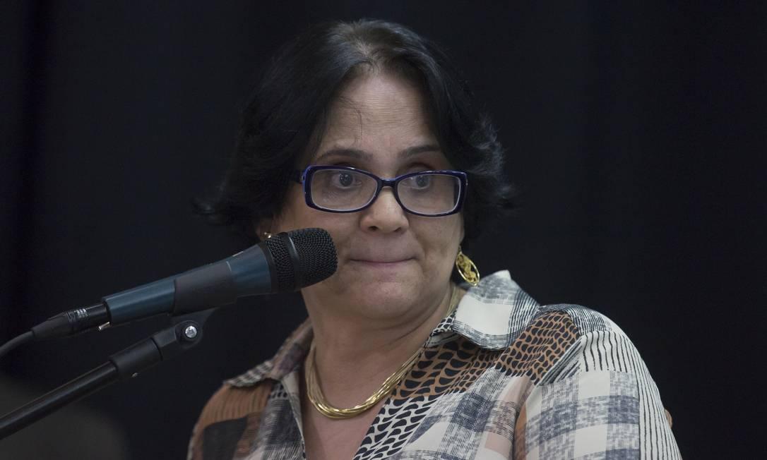 A ministra Damares Alves lançou programa de prevenção de suicídio e mutilação de jovens em Suzano, palco de massacre dentro de escola há dois meses Foto: Edilson Dantas / Agência O Globo