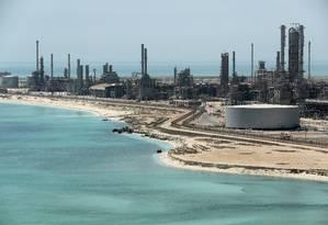 Refinaria de petróleo da estatal Aramco na Arábia Saudita Foto: Ahmed Jadallah / Reuters/21-05-2018