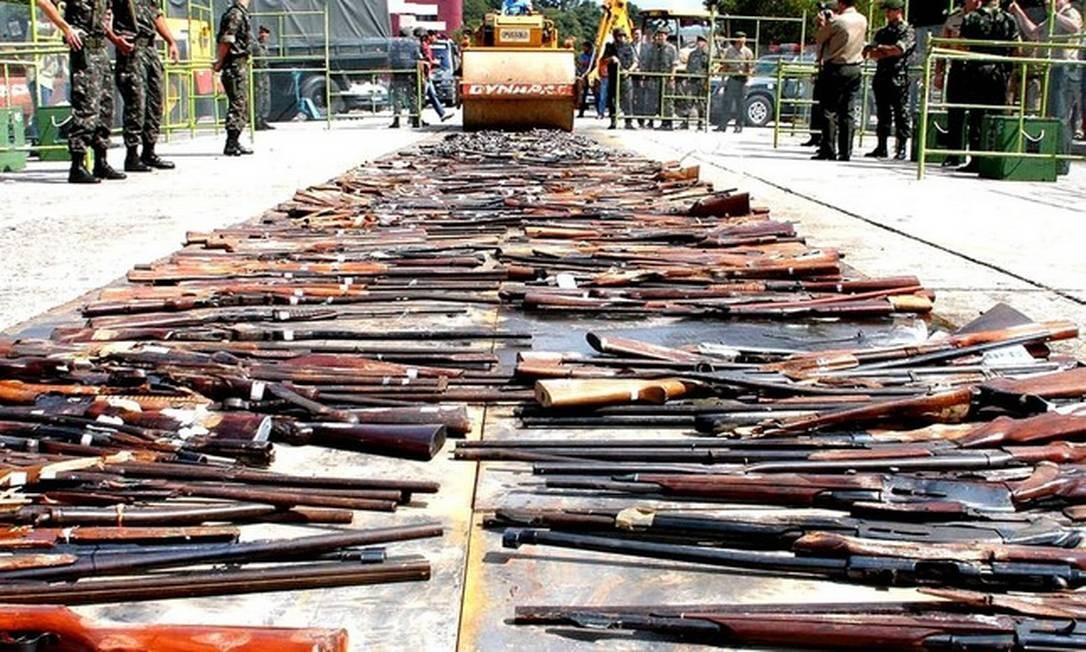 Destruição de armas durante Campanha do Desarmamento, em 2004 Foto: Foto de arquivo/AFP