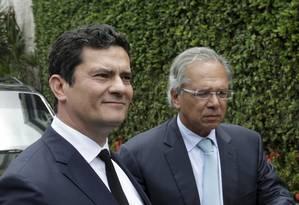 Os ministros Sergio Moro e Paulo Guedes, da Justiça e Economia, respectivamente Foto: Gabriel de Paiva / Agência O Globo