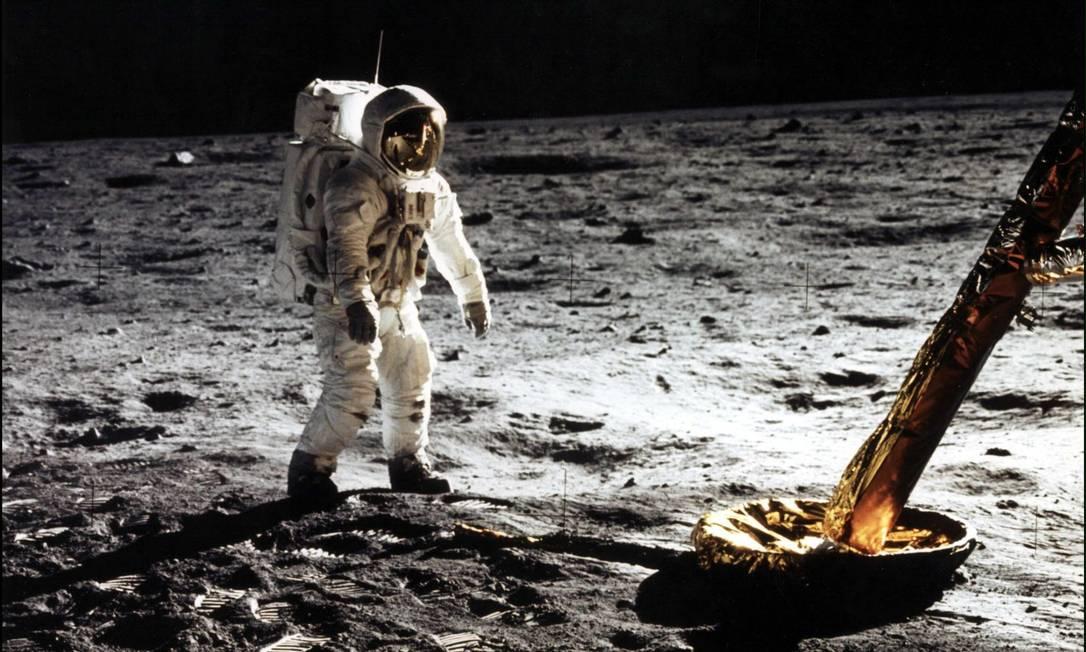 """Astronauta Edwin """"Buzz"""" E. Aldrin, andando na superfície da Lua em 20 de Julho de 1969 Foto: Nasa / Nasa"""