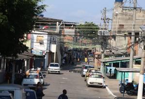 Entrada da favela beira mar em Caxias Foto: Fabiano Rocha / O Globo