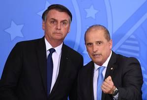 O presidente Jair Bolsonaro e o ministro da Casa Civil, Onyx Lorenzino, durante cerimônia no Palácio do Planalto Foto: Evaristo Sá/AFP/07-05-2019
