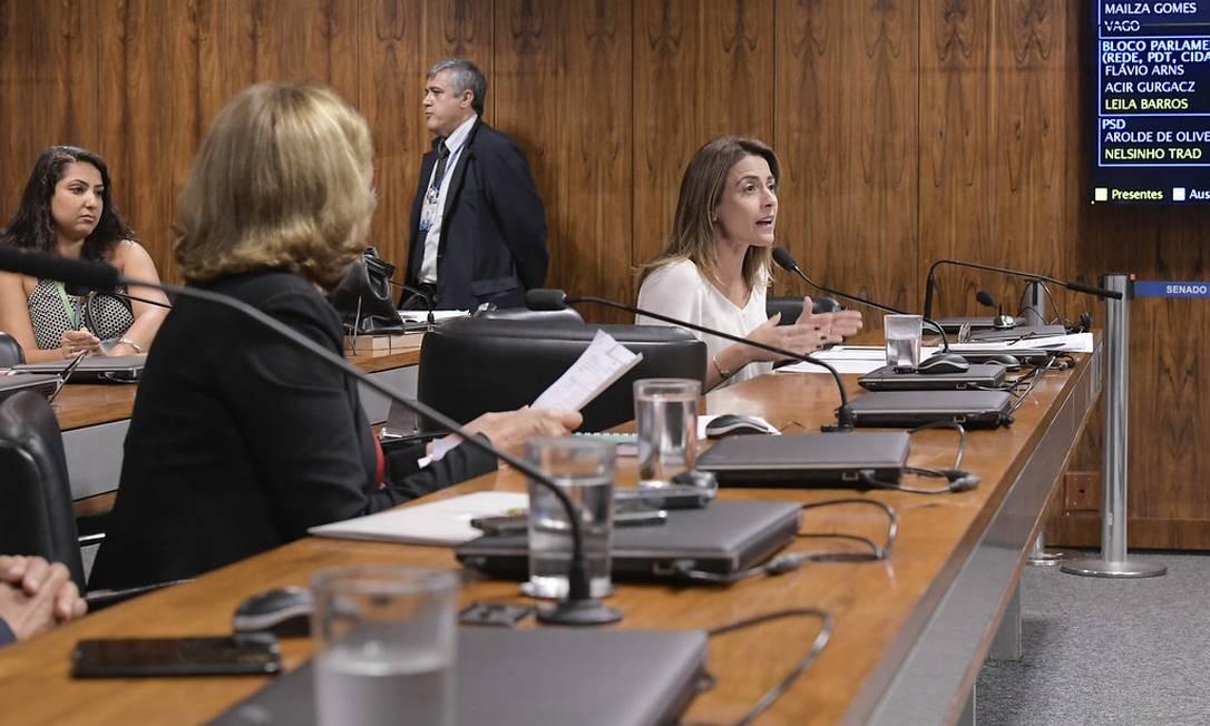 Em seu parecer, a relatora Soraya Thronicke (PSL-MS) fixou um desconto mensal em até um quarto da remuneração recebida. Ao dar parecer favorável ao projeto, senadora diz que está