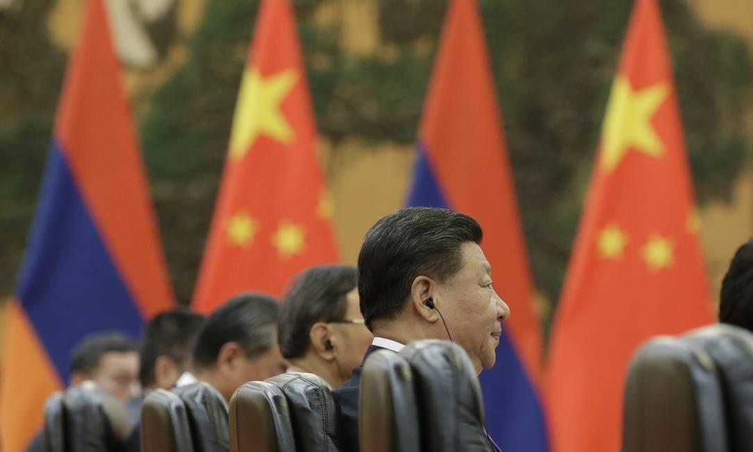 O presidente chinês Xi Jinping participa de uma reunião com o primeiro-ministro armênio Nikol Pashinyan no Grande Salão do Povo em Pequim. Foto: JASON LEE / AFP