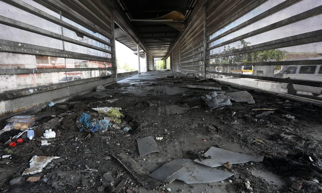 A estação Vila Paciência está totalmente destruída Foto: Fabiano Rocha / Agência O Globo