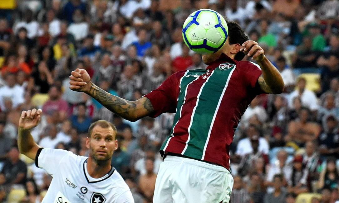 Pedro domina a bola na derrota do Fluminense para o Botafogo. Atacante não enfrenta o Cruzeiro Foto: Mailson Santana/Fluminense FC / Mailson Santana/Fluminense FC