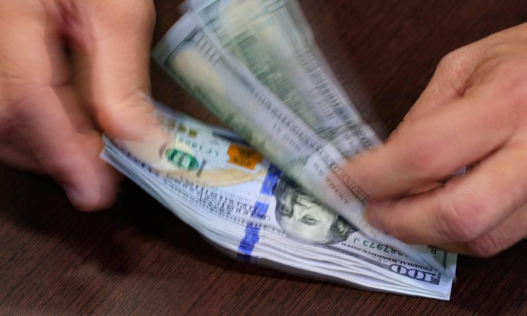 Dólar bate R$ 4 Foto: Roberto Moreyra