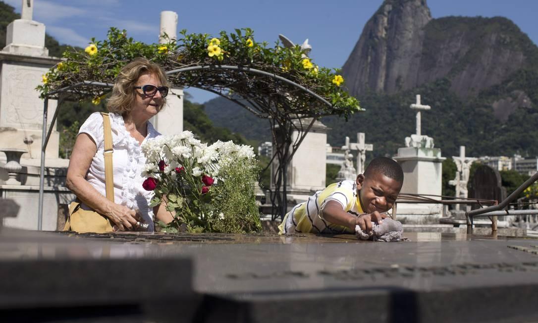 Lidar com a perda de uma pessoa querida é um desafio para muitos Foto: Márcia Foletto/2-11-2016 / Agência O Globo