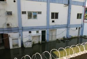 Uma semana após o último temporal, terreno ainda tinha água Foto: Agência O Globo / Carolina Callegari