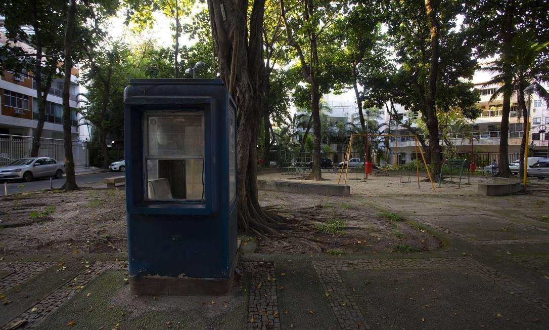 Praça São Oderico, no Jardim Oceânico, onde a sensação de insegurança é crescente Foto: Bruno Kaiuca / Agência O Globo