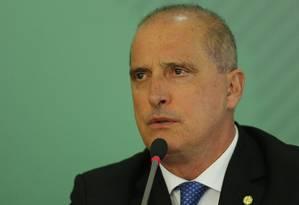 O ministro da Casa Civil, Onyx Lorenzoni, durante entrevista coletiva Foto: Jorge William/Agência O Globo/16-04-2019