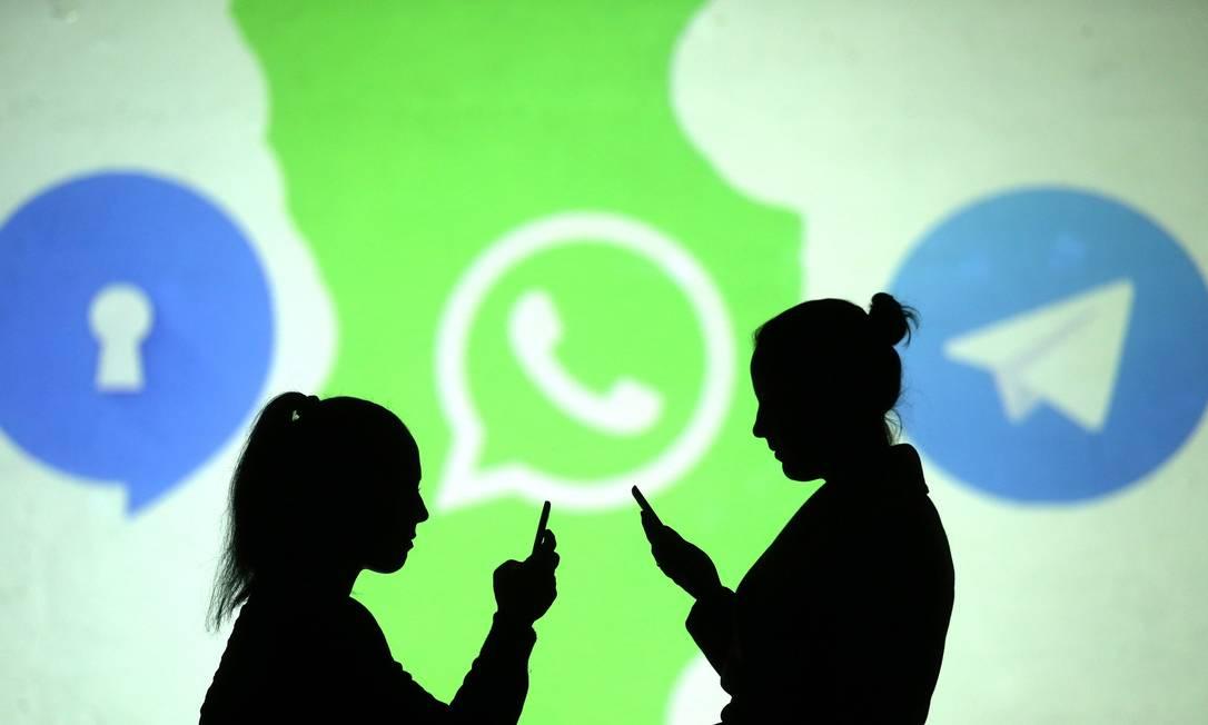 Signal e Telegram são opções ao WhatsApp entre os aplicativos de mensagens Foto: DADO RUVIC / Agência O Globo