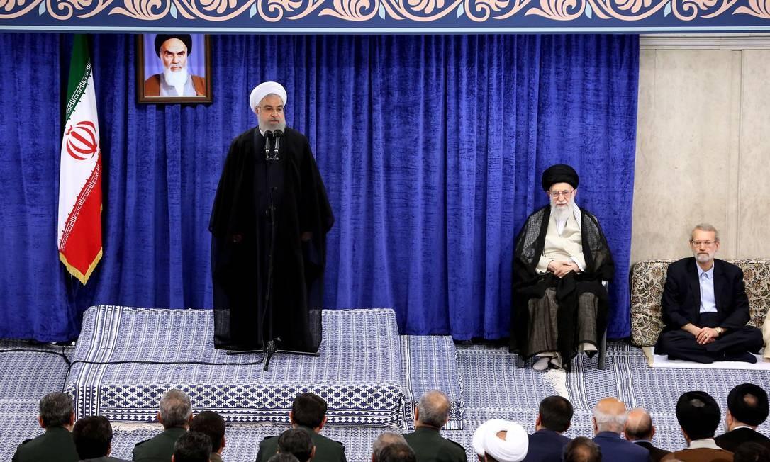 Um folheto divulgado pelo gabinete do líder supremo do Irã, o aiatolá Ali Khamenei, em 14 de maio de 2019, mostra o presidente Hassan Rouhani falando durante uma reunião do governo na capital, Teerã Foto: HO / AFP
