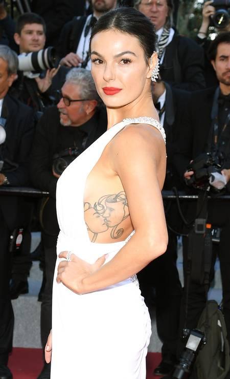 Isis Valverde: recorte revelou ao mundo a tatuagem da atriz Foto: Pascal Le Segretain / Getty Images