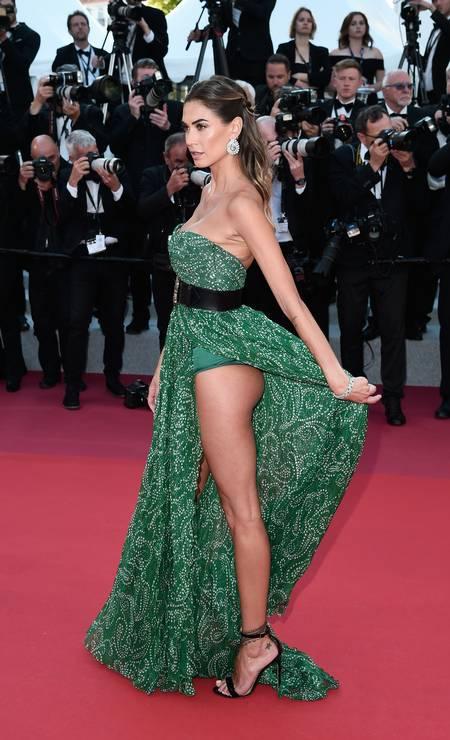 O segundo dia do Festival de Cannes foi uma ousadia só. Famosas, como a apresentadora de TV Melissa Satta, apostaram em fendas, recortes e decotes poderosos Foto: Eamonn M. McCormack / Getty Images