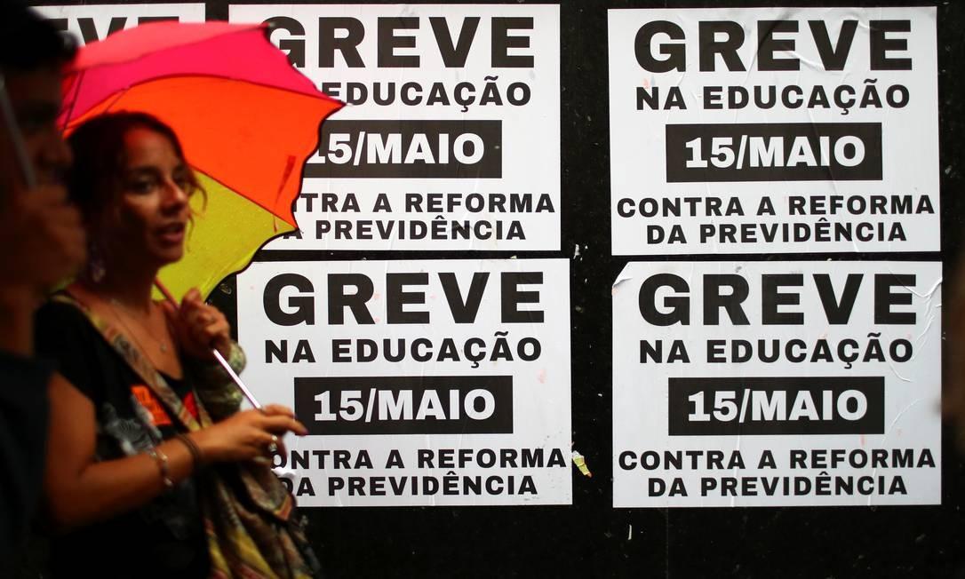 Os protestos foram convocados por entidades ligadas aos movimentos estudantis, sociais e também a partidos políticos e sindicatos Foto: PILAR OLIVARES / REUTERS