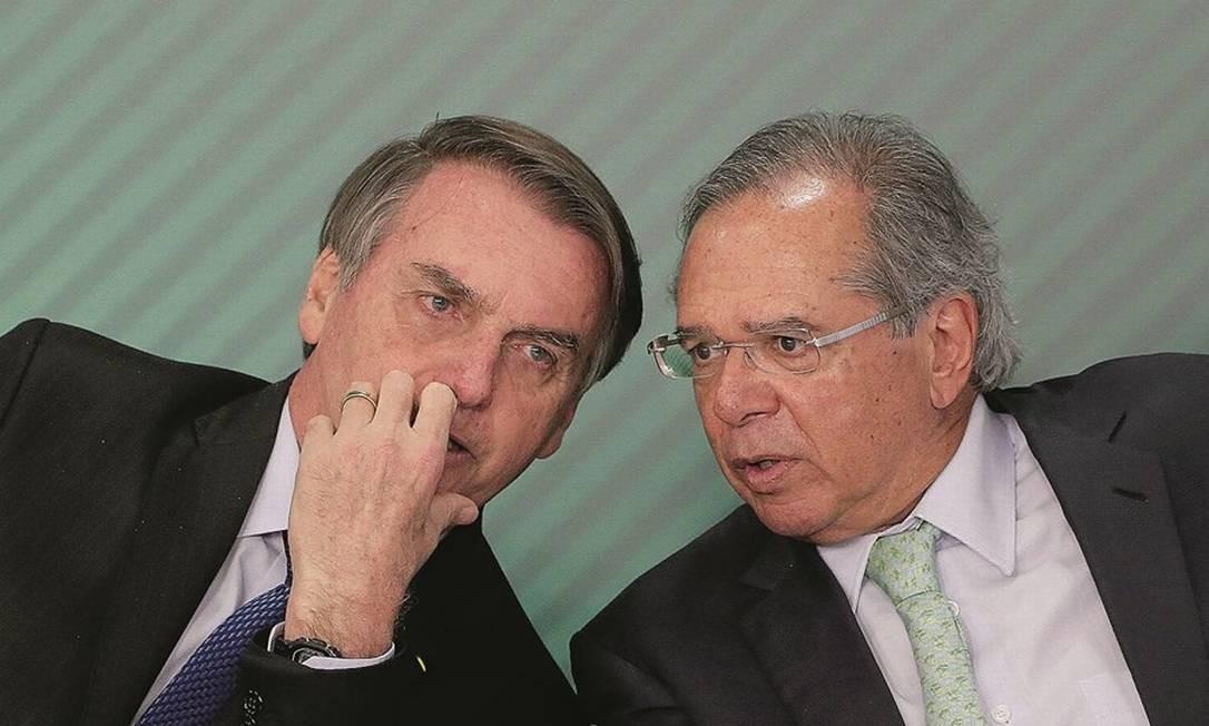 Jair Bolsonaro e seu Posto Ipiranga, Paulo Guedes, podem não estar prontos para o desgaste político do ajuste econômico Foto: Adriano Machado / Reuters