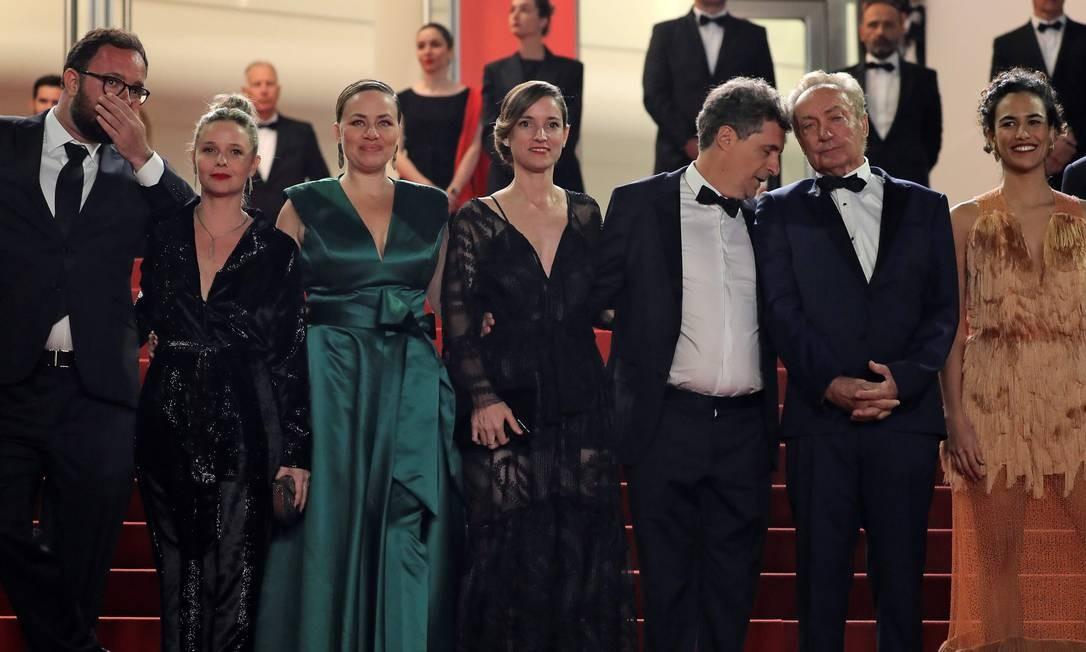 A atriz Sonia Braga, que faz parte do elenco de 'Bacurau', foi ausência sentida no tapete vermelho, que não contou com manifestações políticas — diferentemente de quando Kleber Mendonça Filho exibiu seu filme anterior, 'Aquarius', em Cannes Foto: VALERY HACHE / AFP