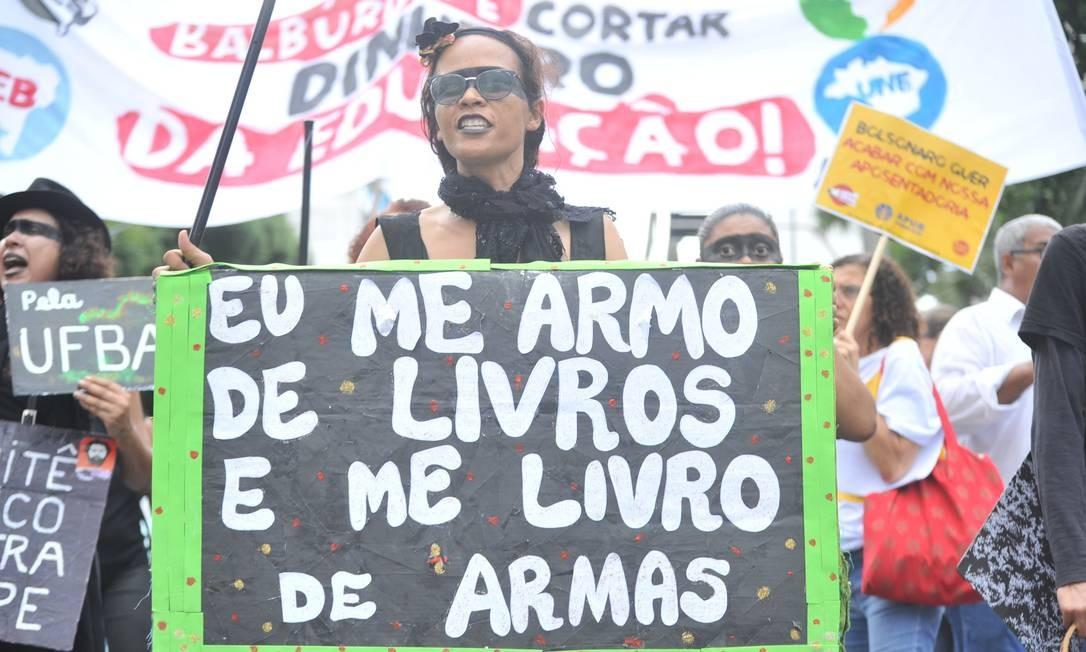 """""""Eu me armo de livros e me livro de armas"""" Foto: Felipe Iruatã / Zimel Press / Agência O Globo"""