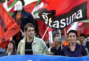 José Antonio Urrutikoetxea lidera manifestação em Bilbao contra banimento do grupo ETA Foto: 20-04-2002 / AFP