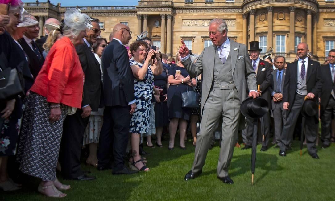 O Príncipe Charles da Grã-Bretanha recebe os convidados na Queen's Garden Party no Palácio de Buckingham, no centro de Londres Foto: VICTORIA JONES / AFP