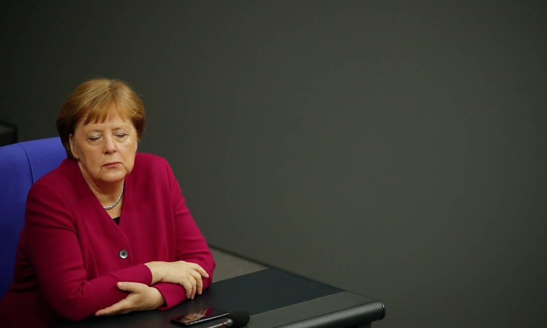 A chanceler alemã Angela Merkel antes de um debate no Bundestag, a câmara baixa do parlamento, para celebrar o 70º aniversário da Constituição alemã Foto: ODD ANDERSEN / AFP