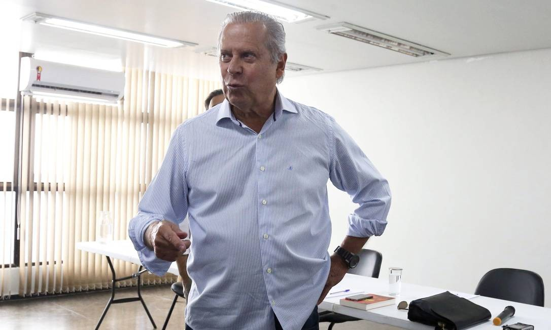 O ex-ministro José Dirceu, durante entrevista coletiva no lançamento do seu livro de memórias, em Brasília Foto: Givaldo Barbosa/Agência O Globo/29-08-2018