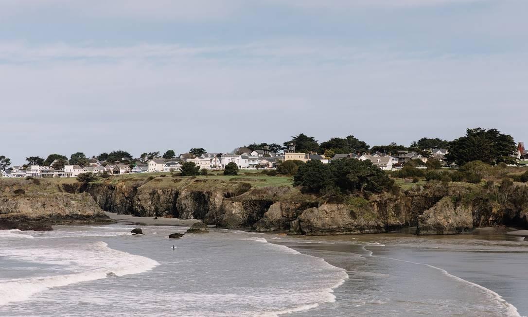 Mar e mansões ao fundo: jovens estão levando novos ares ao lugar Foto: Lucille Lawrence / NYT