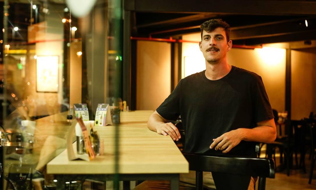 Beco do Café. Felipe Bruzzi é sócio e barista da casa no Città America Foto: Gabriela Fittipaldi / Agência O Globo