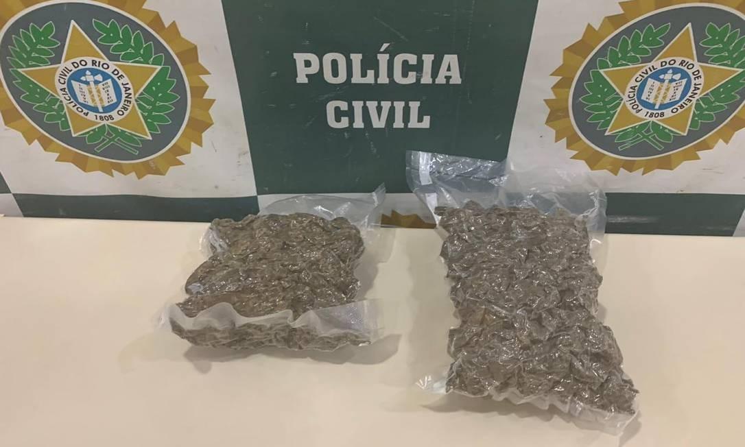 Droga foi apreendida dentro de um carro na Barra da Tijuca Foto: Reprodução