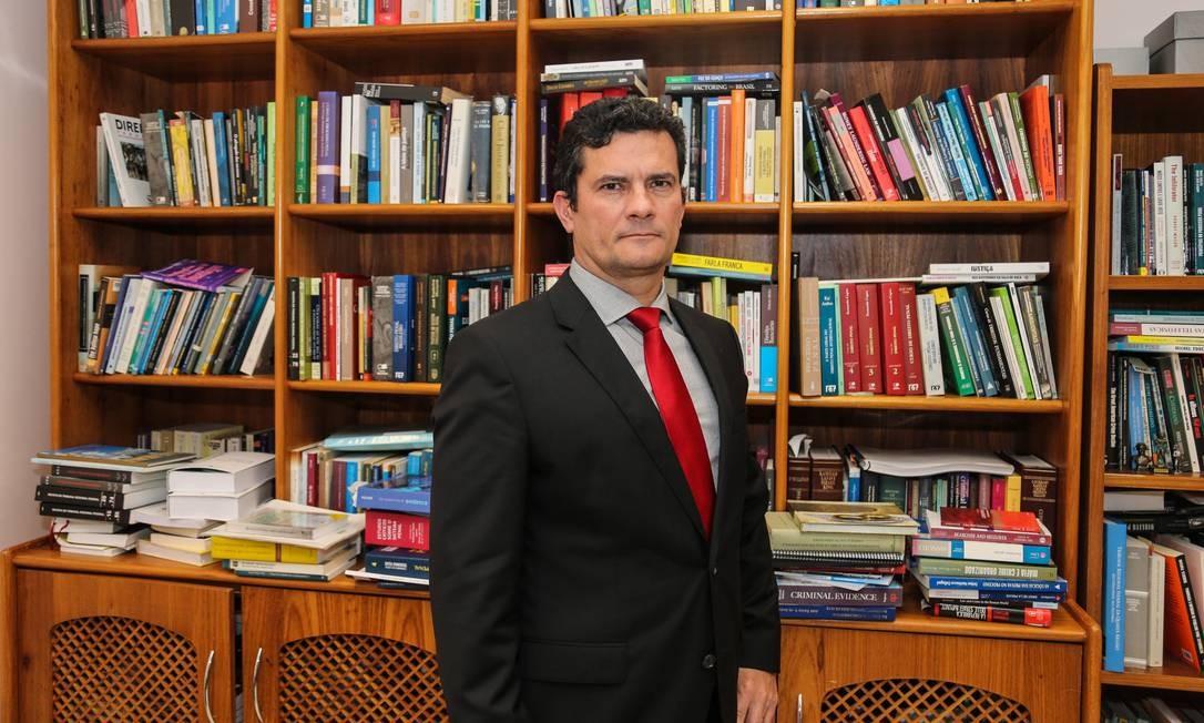 Sergio Moro, em seu gabinete na 13ª Vara Federal de Curitiba 12/12/2017 Foto: Geraldo Bubniak / Agência O Globo