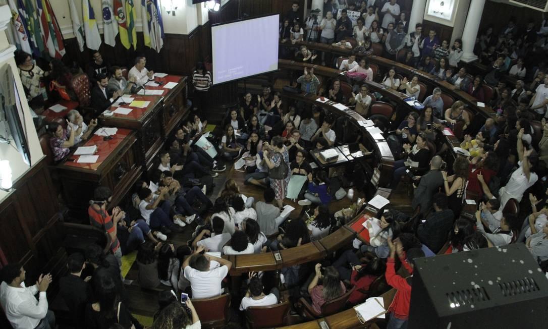 Luta: estudantes e professores lotam plenário e galerias da Câmara Municipal Foto: Sérgio Gomes / Câmara Municipal de Niterói