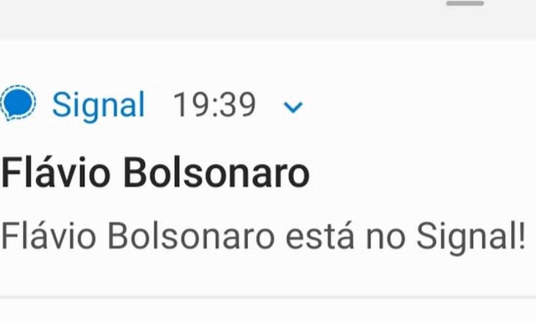 Notificação indica que Flávio Bolsonaro entrou no aplicativo Foto: Reprodução