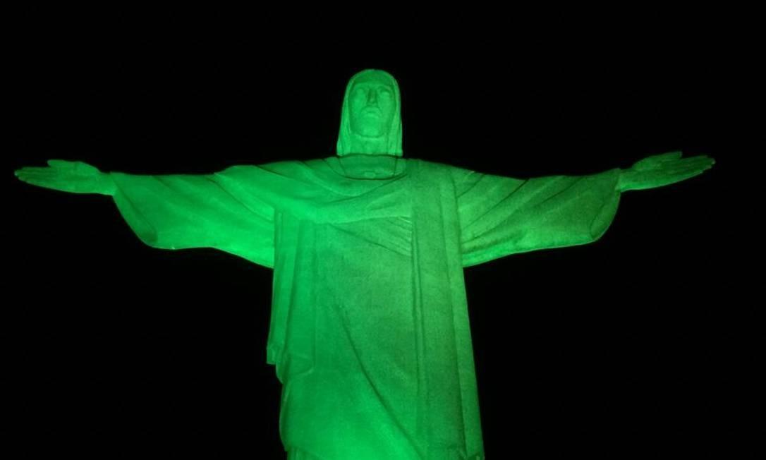 Iluminado de verde, Cristo Redentor abraça a campanha de combate à violência contra a mulher Foto: Divulgação