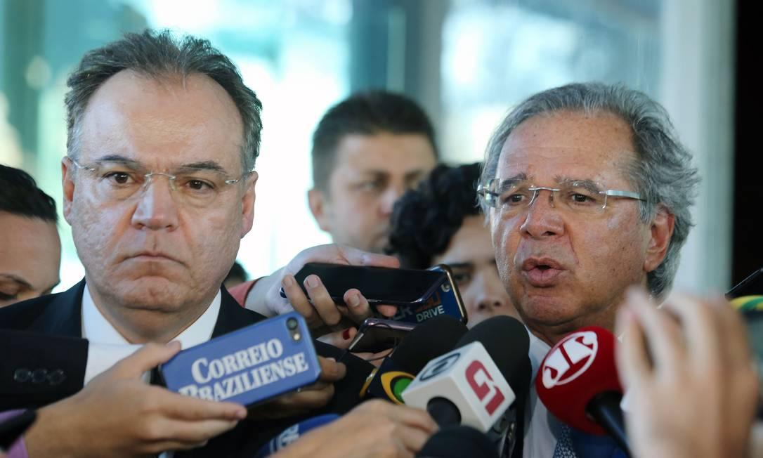 O relator da reforma da Previdência, Samuel Moreira, ao lado do ministro da Economia, Paulo Guedes Foto: Jorge William / Agência O Globo