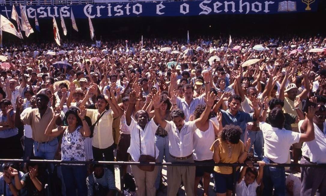 Culto da Universal em 1990, no Maracanã Foto: Chiquito Chaves / Agência O Globo